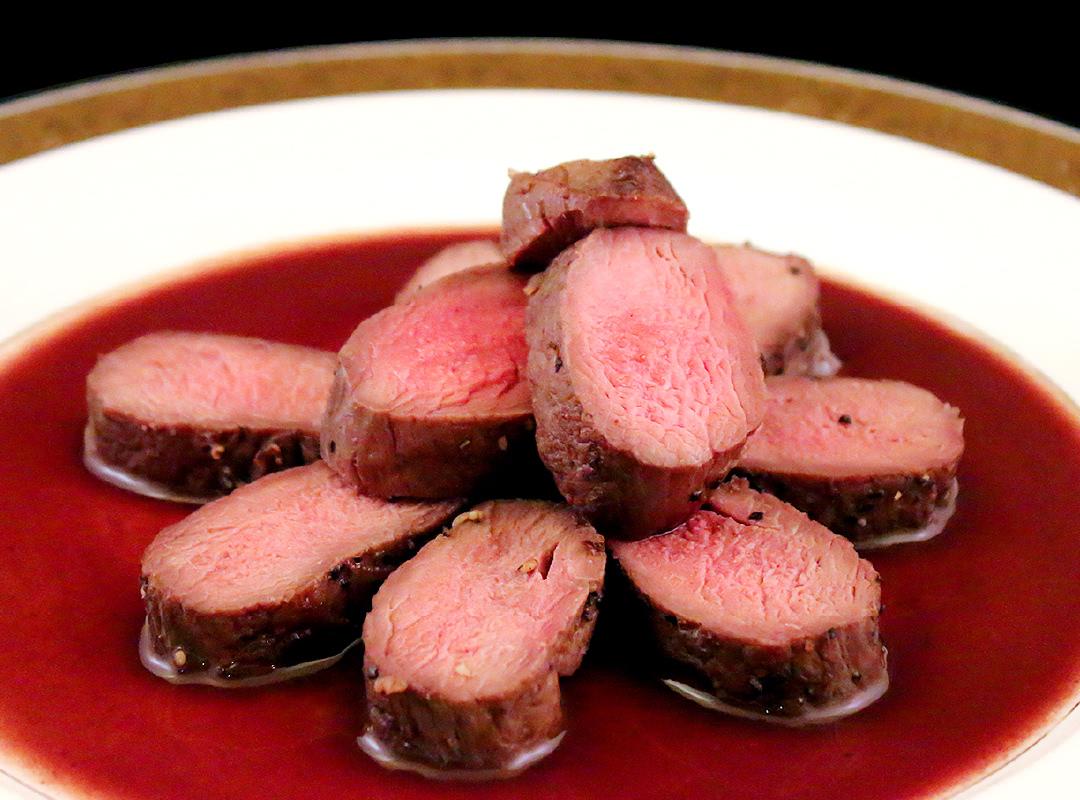 鹿肉のロースト 赤ワインソース
